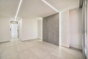Detalle iluminación en techo de Pladur