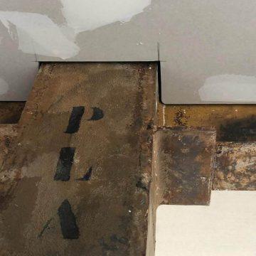 Detalle de como se debe realizar una correcta insonorización en techo.