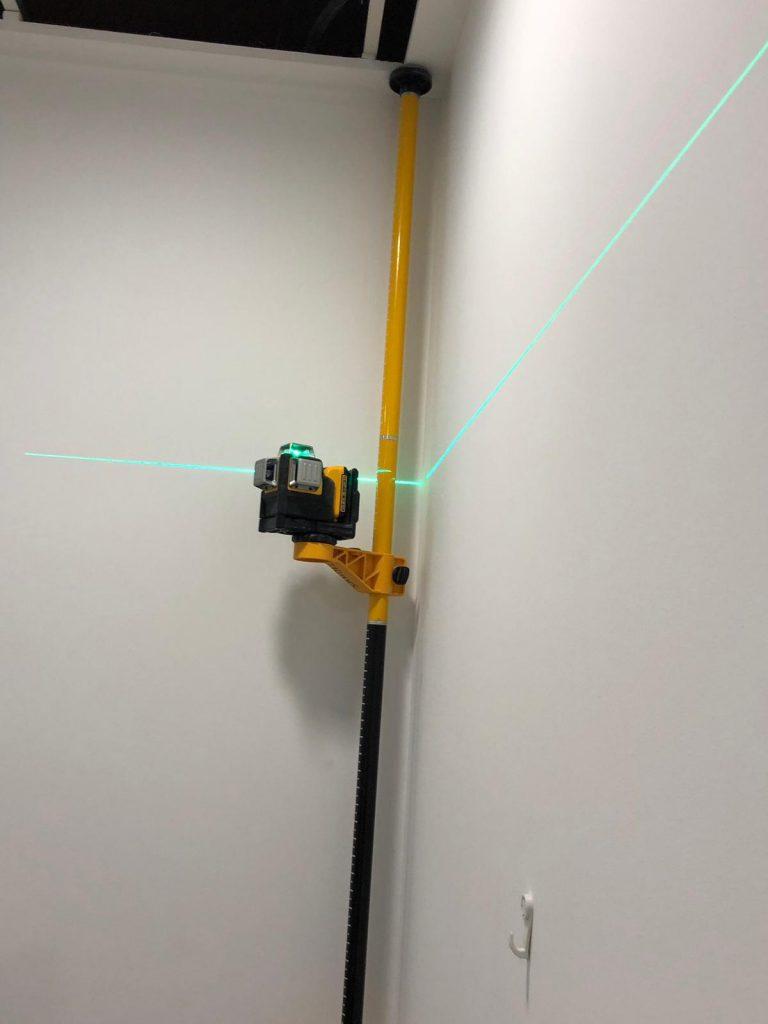 Laser para marcar el nivel en el Pladur